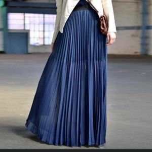 NWT Deborah Murray size l maxi blue pleated skirt